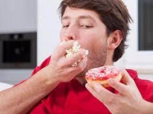 Связь между психическими расстройствами и поеданием сладкого объяснили ученые Наука