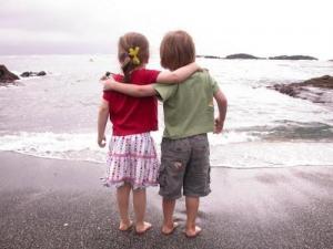 Семейные сценарии, которые мешают ребенку дружить