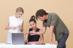 С какими проблемами на работе чаще всего сталкиваются именно женщины