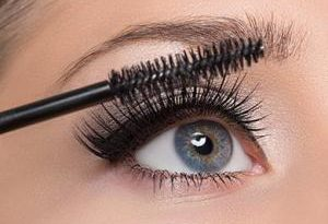 Отвоспаления глаз допотери ресниц: почему опасно красить ресницы тушью каждый день