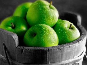 Врач предупредила обопасности зеленых яблок