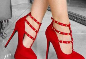 Психологи выяснили, чтозаставляет женщин надевать высокие каблуки