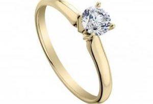 Женщина во сне проглотила помолвочное кольцо с бриллиантом