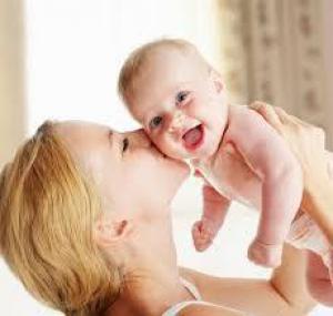 Первые шаги малыша: когда родителям не стоит вмешиваться
