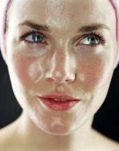 Почему кожа лоснится: 7 возможных причин