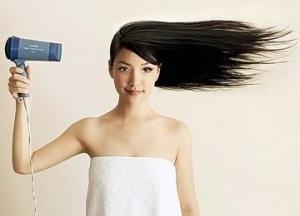 Незаменимый фен: как сушить каждый день и не вредить волосам