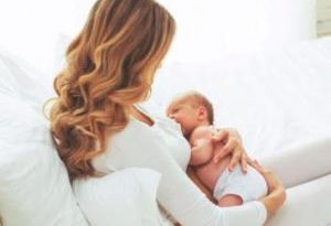 В помощь кормящей маме: как правильно сцедиться и создать запас грудного молока. Рекомендации эксперта