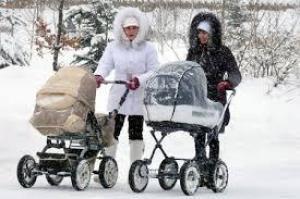 Нужно ли зимой гулять с новорожденным ежедневно