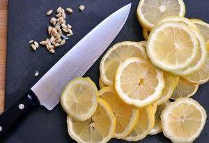 Лимонный сок оказался опасен для некоторых людей