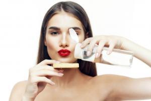 Как правильно увлажнять кожу в юности, после 30 и 40 лет