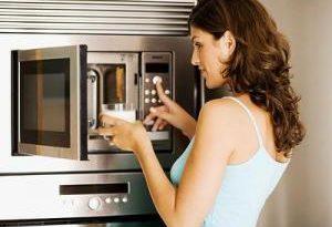 Не только разогревать еду: неожиданные варианты применения микроволновки