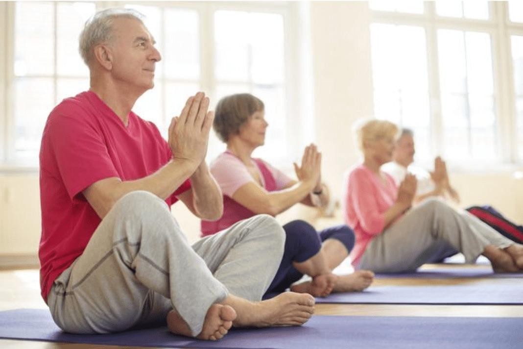Занимайтесь йогой, чтобы снизить риск болезни Альцгеймера
