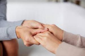 Близкий человек помогает терпеть боль