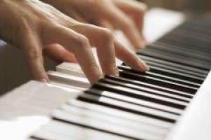 Почему детей полезно обучать музыке?